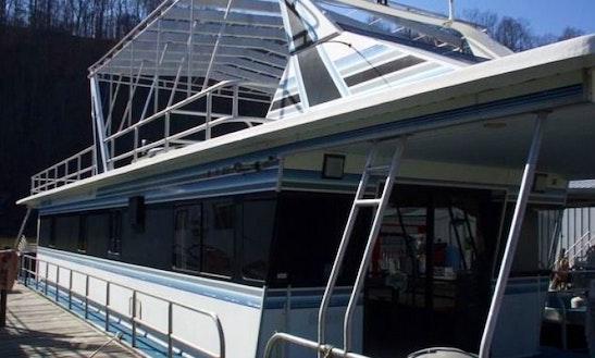 14' X 70' Jamestowner Houseboat Rental On Patoka Lake