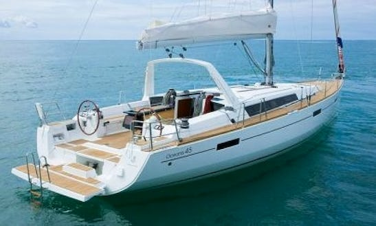 Explore By Wind Power By Sailing On Océanis 45 - Pegasusii