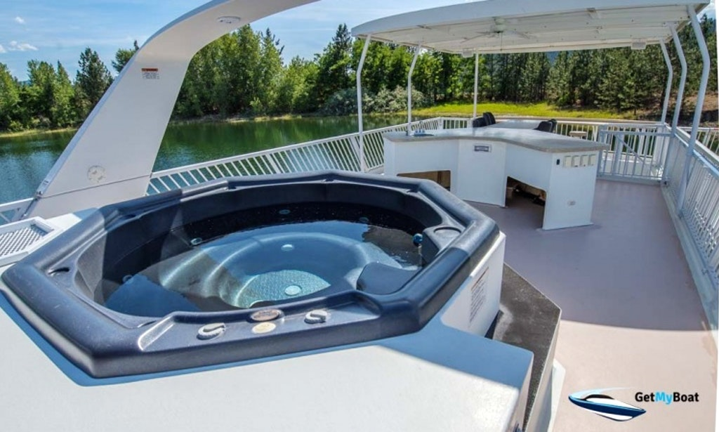 Elite Houseboat on Lake Roosevelt-2