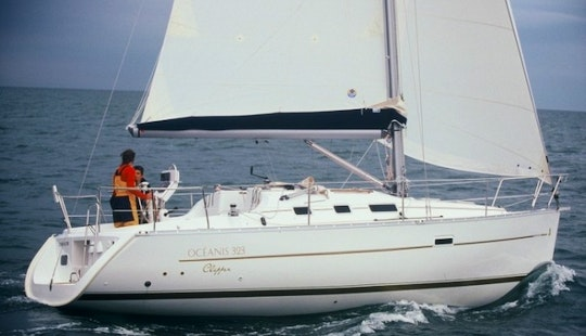 Oceanis 323 Sailboat Charter In Italy