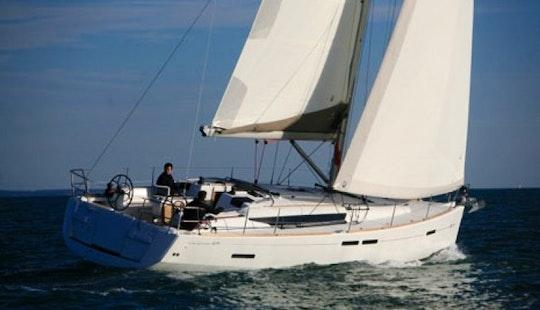 Boat Charter Oceanix Jeanneau 439 In Tuscany