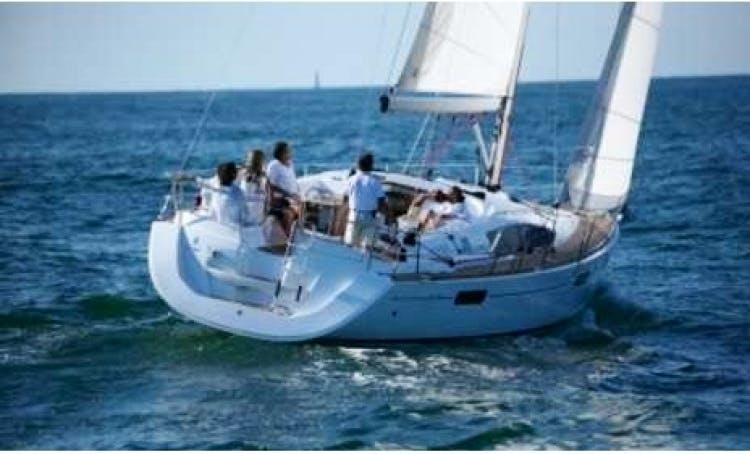 Tuscany Boat Charter Sun Odissey 42 Deak Salon