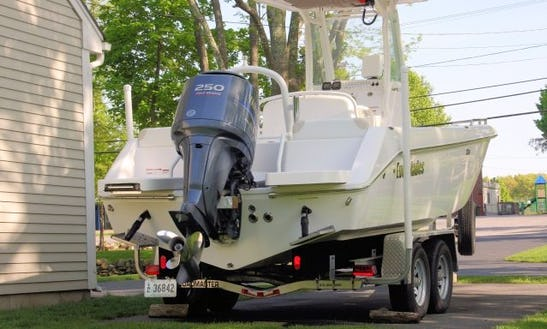 23ft Everglades Center Console Fishing And Tour Boat In East Greenwich, Rhode Island
