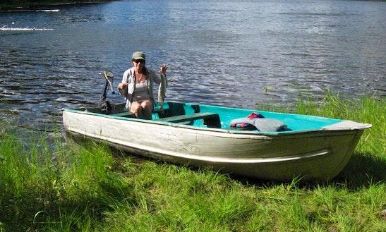 Small Lake Boat Rental In Nakusp