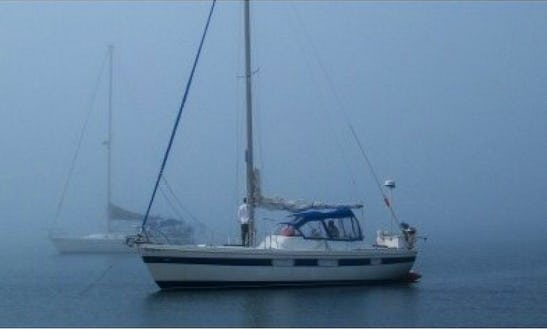 Captained Charter On Coronado 35 Sloop In Apostle Islands, Bayfield