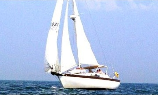 Charter 37' Irwin Sailboat In New York, New York