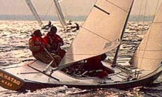 Rent A 27' Daysailer In Boston, Massachusetts For 5 Person