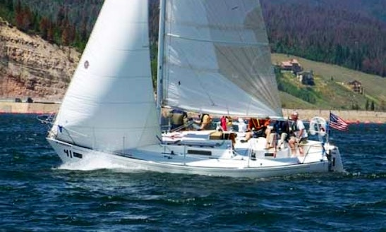 30' Daysailer Rental In Boston, Massachusetts