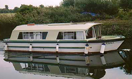 30' Cruiser Boat Hire, River Thames