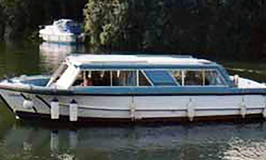 4 Berth Boat Hire On River Thames