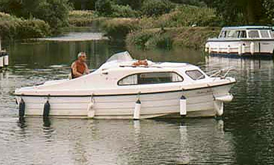 Small Day Cruiser Rental - Upper Thames