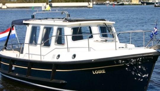 Kent 27 Motor Yacht Rental In Terherne