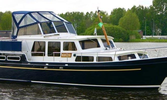 Pikmeer 1100 Motor Yacht Rental in Terherne