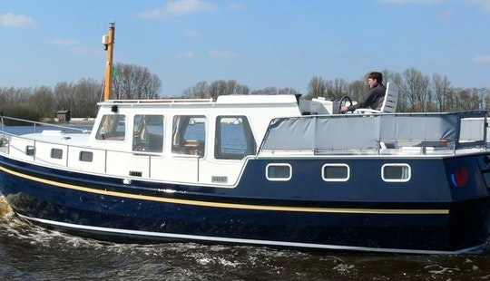 36' Motor Yacht Rental In Terherne - Multivlet 1100
