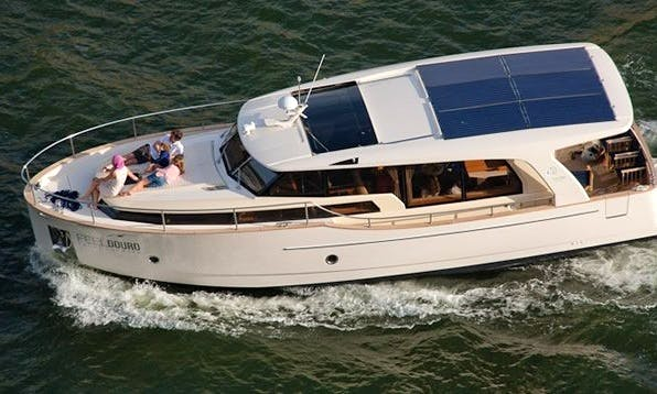 Greenline 33 Motor Yacht Charter for 9 People in Portugal
