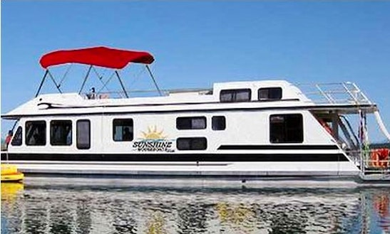 Rent A Houseboat On Lake Koocanusa, Bc