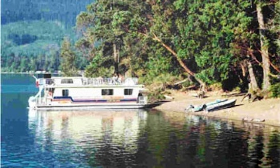 Houseboat Rental In Lake Cowichan