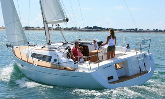 Charter A 37' Beneteau Oceanis Yacht In Flanders, Belgium For 8 Person