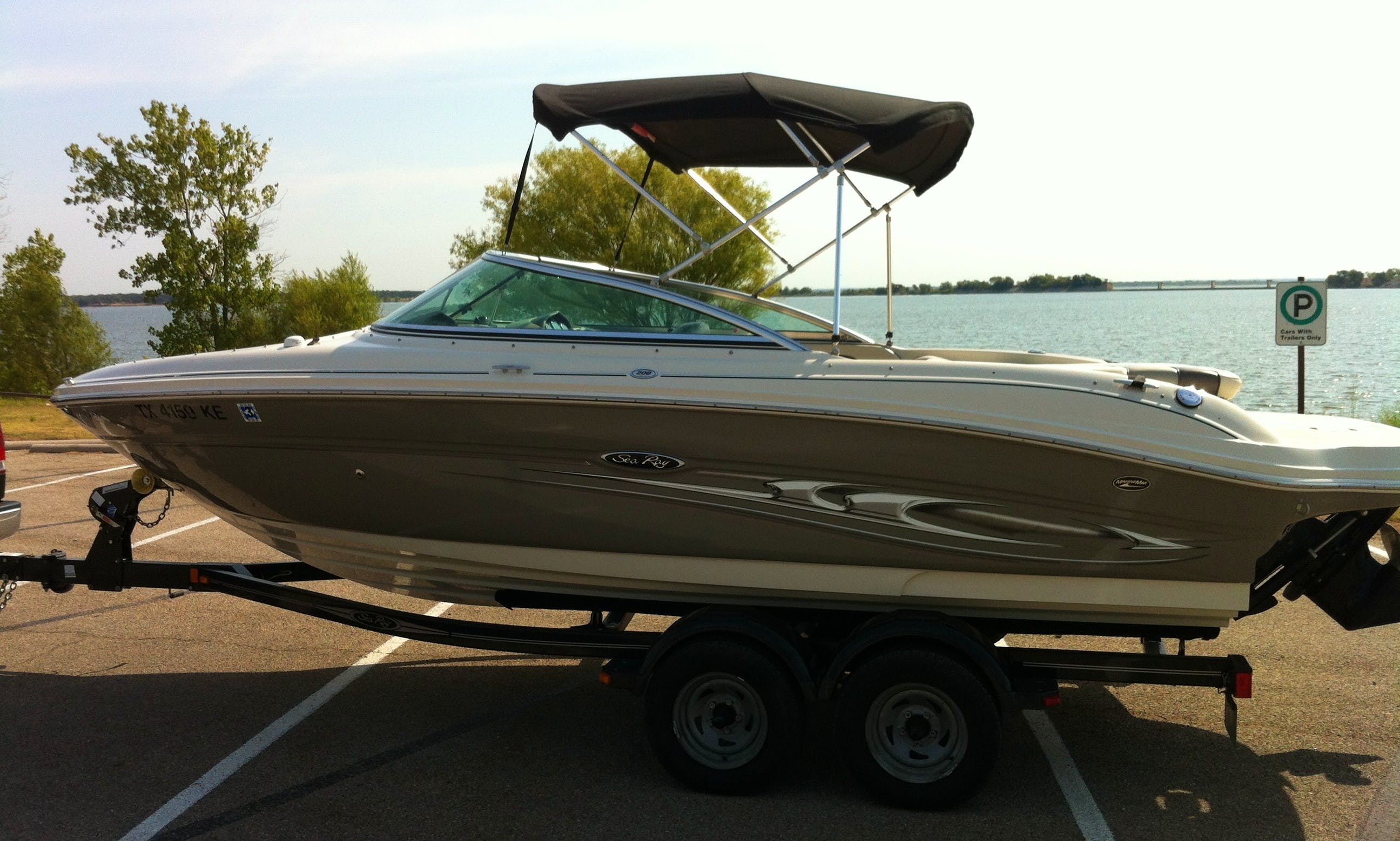 21' Sea Ray Ski/Wakeboard Boat for Rent near Lake Lewisville TX  Tow & Go ONLY