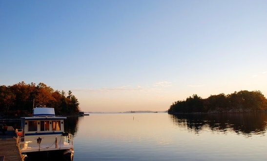 Houseboat Rental In Gananoque
