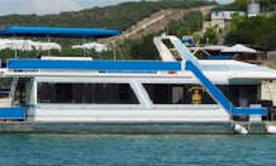 12 Person Houseboat Rental In Leander, Texas