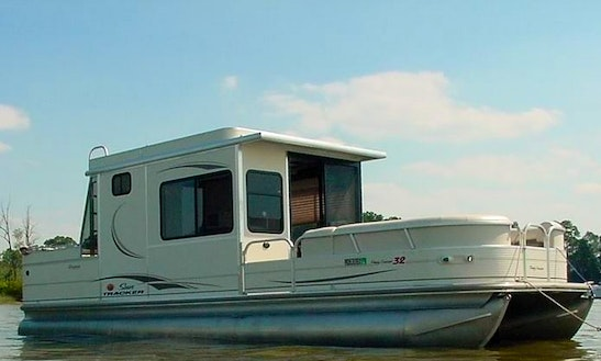 Colorado River 30' Cabin Cruiser Pontoon Charter