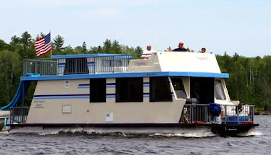 Amazing 10 People Houseboat Rental In Crane Lake, Minnesota