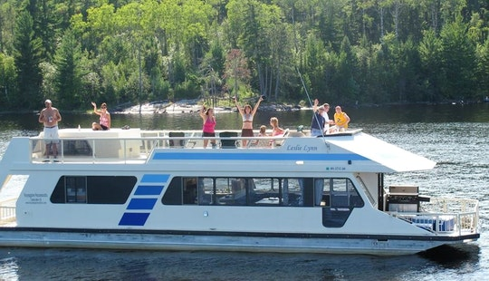 Sunseeker - 460 With Hot Tub Rental In Crane Lake