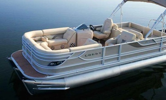 Charter A 21' Crest Classic Pontoon For 11 People In Penticton, British Columbia