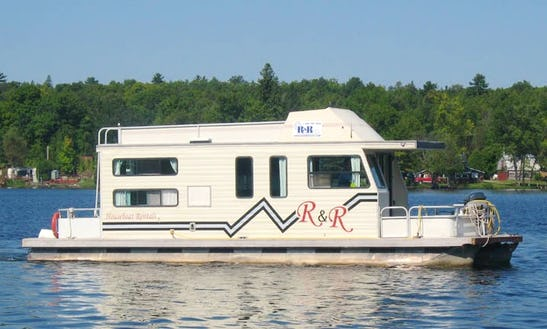 R & R Houseboat Rentals In Bobcaygeon, Ontario