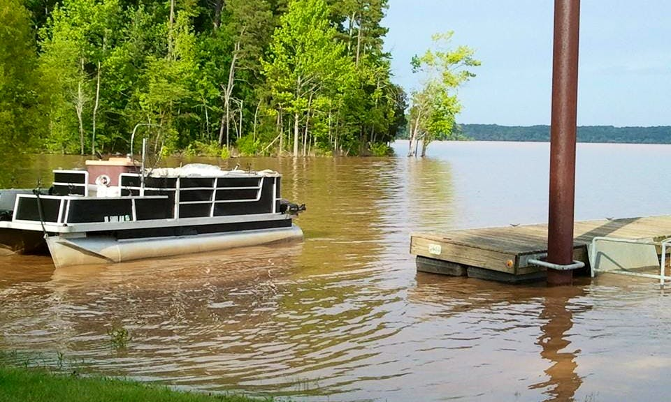 24' Pontoon Rental in Scottsburg, Virginia