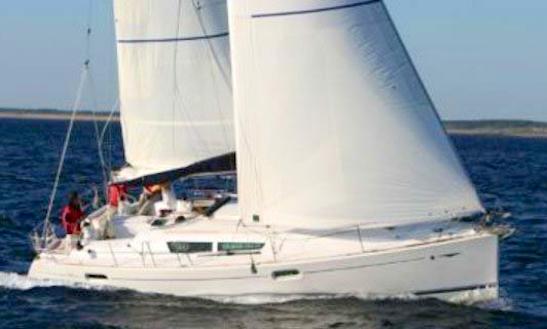 Jeanneau Sun Odyssey 39i Charter In Lemmer
