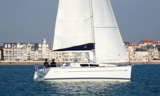 Stunning 33' Sailing Yacht For 4 People For Charter In Palermo, Italy