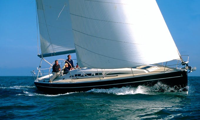 Charter Dehler 39sq Sailing Yacht in Hamble-le-Rice