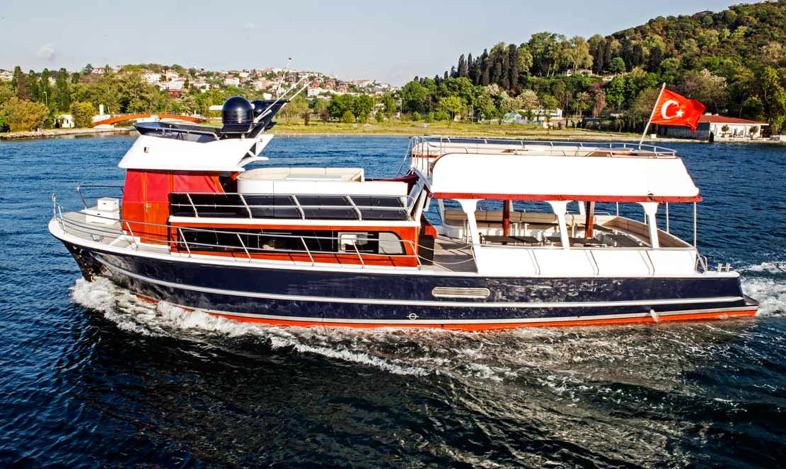 Private Boat Excursion for 2 Hours in Bosphorus Coast in Turkey