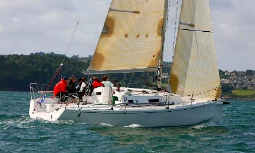 Charter 32' Cruising Monohull J97 in Hamble-le-Rice, England