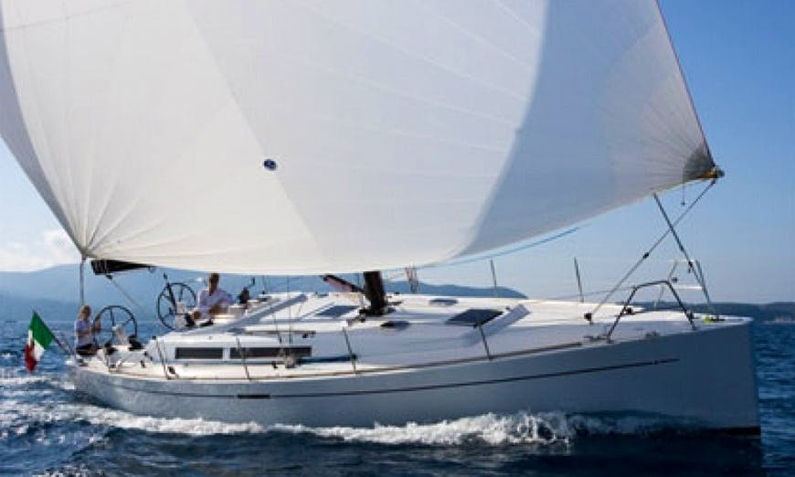 Charter 43' Cruising Monohull Grand Soleil 430T in Hamble-le-Rice, England