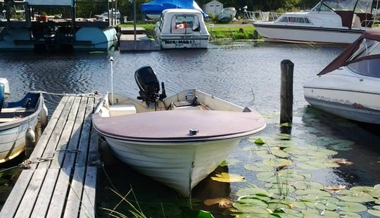 16' Fiberglass Boat Rental On Lake Nipissing, Ontario