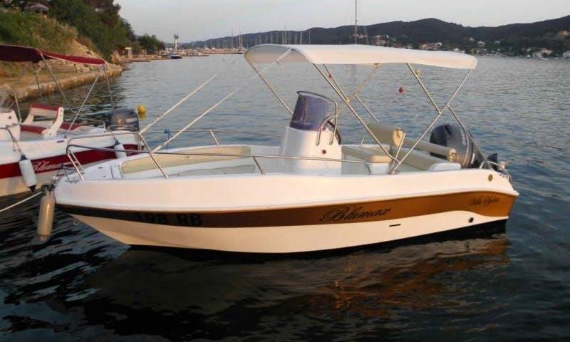 Rent the Blumax Open Gold Powerboat in Supetarska Draga