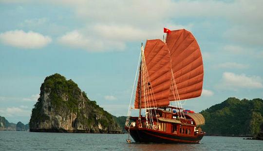 Hạ Long Bay Cruise On Annam Junk