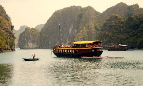Charter Wow In Halong Bay