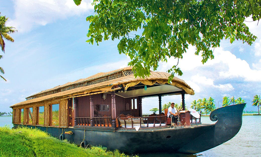 Enjoy a vacation on beautiful Houseboat in Kerala, India