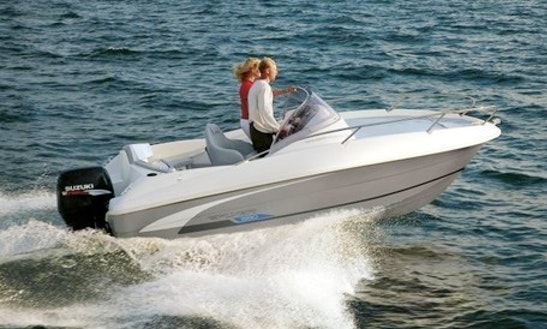 Beneteau Fl 550 Sun Deck Center Console