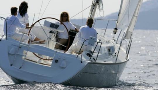 Monohull Cruiser Sun Odyssey 32i  Sailing In Sani