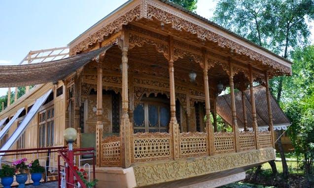 Houseboat Rentals in Kashmir