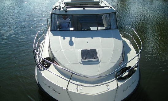 Riviera 30' Trawler Charter In Vitry-laché