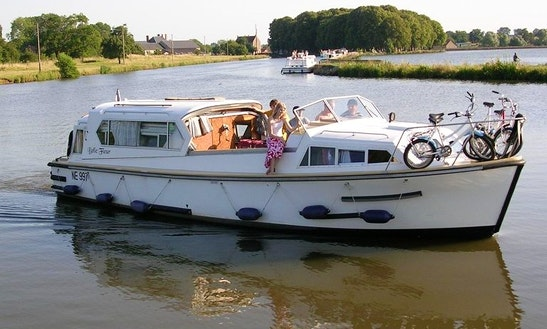 34' Belle Fleur Trawler Charter In Vitry-laché