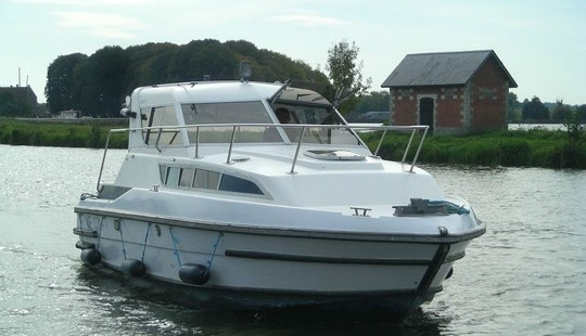 27' Toucan Trawler Rental In Vitry-laché