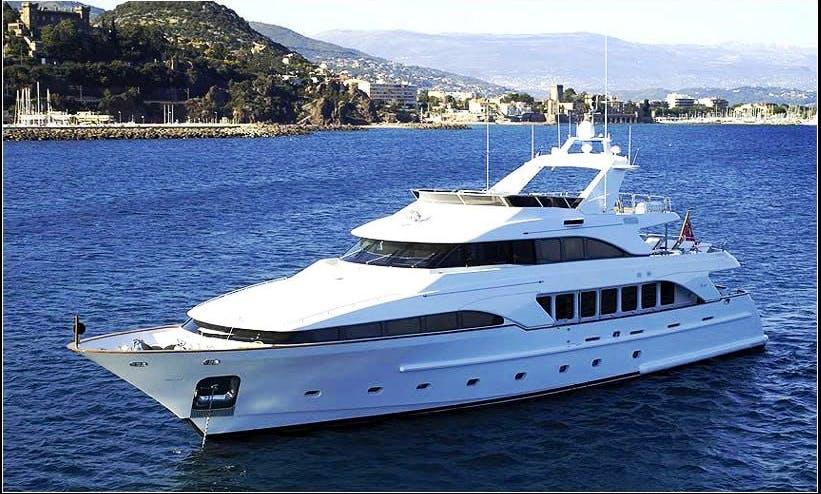 Hire a Benetti 115 Luxury Motor Yacht in France