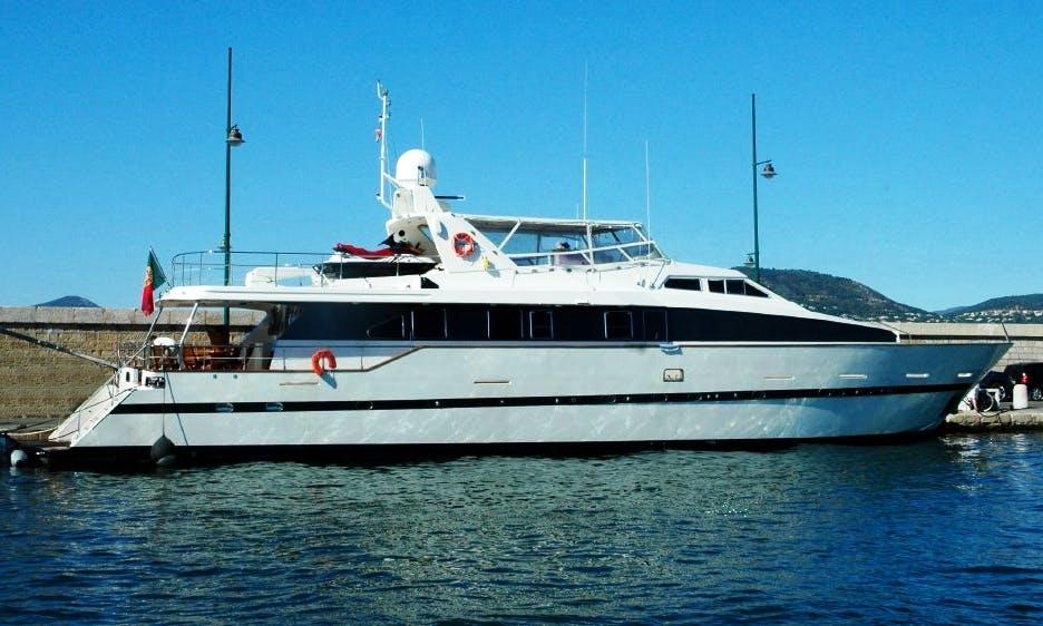 Côte d'Azur Azimut 105 Luxury Yacht Charter